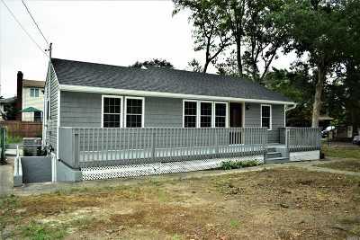 Farmingville Single Family Home For Sale: 33 Abner Dr