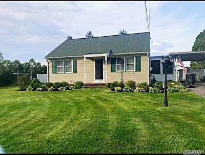 Jamesport Single Family Home For Sale: 26 Herricks Ln