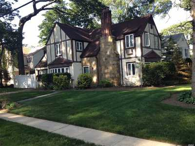 Freeport Single Family Home For Sale: 4 Midwood Pl