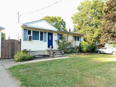 Islip Single Family Home For Sale: 87 Herbert St