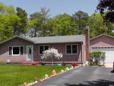 Hampton Bays Single Family Home For Sale: 8 E Duke Pl