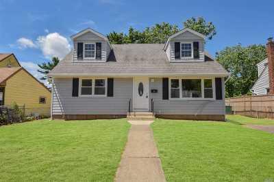 Hicksville Single Family Home For Sale: 44 Salem Rd