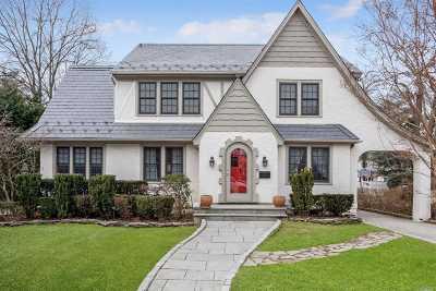 Rockville Centre Single Family Home For Sale: 24 Eton Rd