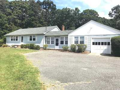 Center Moriches Single Family Home For Sale: 65 Railroad Ave