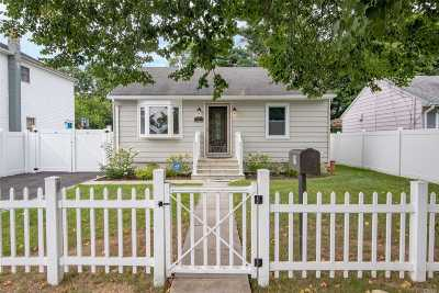 Huntington Single Family Home For Sale: 39 9th Ave