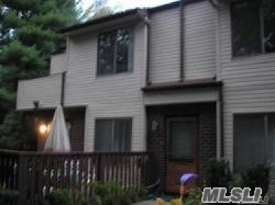 Coram Condo/Townhouse For Sale: 371 Woodland Ct