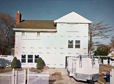 Freeport Single Family Home For Sale: 160 Cedar St