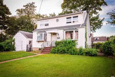 Copiague Single Family Home For Sale: 315 Parkside Ct