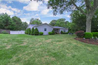 Center Moriches Single Family Home For Sale: 10 Rhododendron Dr