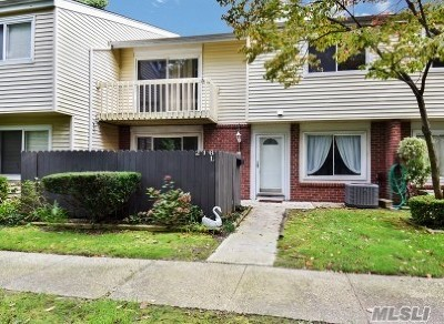 Holbrook Condo/Townhouse For Sale: 216 Springmeadow Dr #L