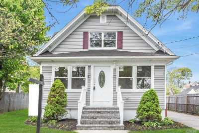 Bay Shore Single Family Home For Sale: 8 West Dr