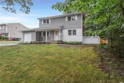 Commack Single Family Home For Sale: 60 Somerset Dr