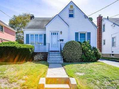 New Hyde Park Single Family Home For Sale: 166 Kamda Blvd