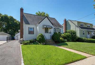 New Hyde Park Single Family Home For Sale: 32 Scott St