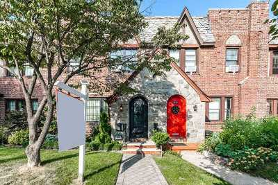 Bayside Single Family Home For Sale: 32-22 213th St