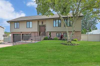 Nassau County Single Family Home For Sale: 22 Stirrup Ln