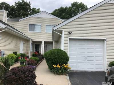 Manorville Condo/Townhouse For Sale: 220 Barn Swallow Ct