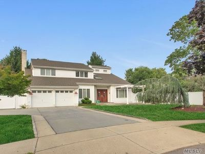 Hauppauge Single Family Home For Sale: 7 Adrienne Ct