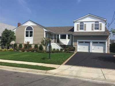Massapequa Single Family Home For Sale: 25 Seabreeze Rd