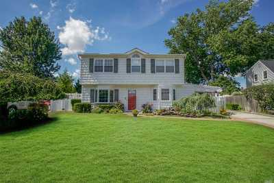 Levittown Single Family Home For Sale: 76 Parkside Dr
