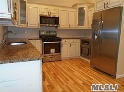 Bohemia Single Family Home For Sale: 720 Locust Ave