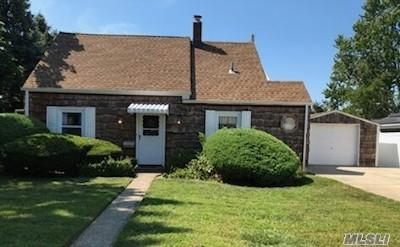 Levittown Single Family Home For Sale: 22 Flint Ln