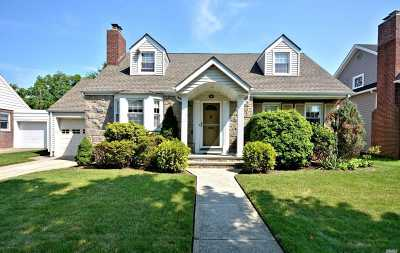 Rockville Centre Single Family Home For Sale: 145 Greystone Rd