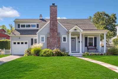 West Islip Single Family Home For Sale: 122 Sequams Lane Ctr