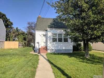 Freeport Single Family Home For Sale: 255 Roosevelt Ave