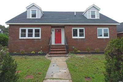 East Meadow Single Family Home For Sale: 308 Belmont Ave