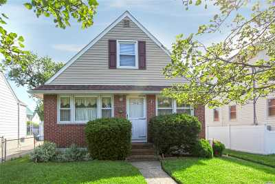New Hyde Park Single Family Home For Sale: 970 N 6th St