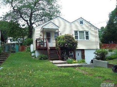 Huntington Single Family Home For Sale: 12 Roxbury St