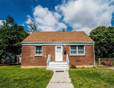 Hicksville Single Family Home For Sale: 41 9th St