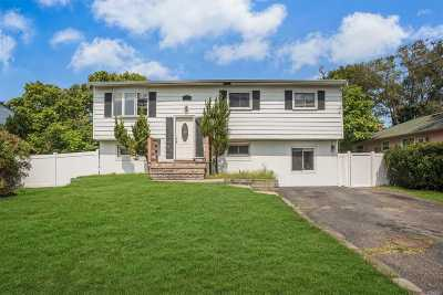 Selden Single Family Home For Sale: 117 Fountain Ave