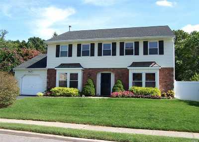 Holbrook Single Family Home For Sale: 393 Singingwood Dr