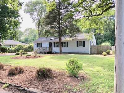 Holbrook Single Family Home For Sale: 200 Mill Rd
