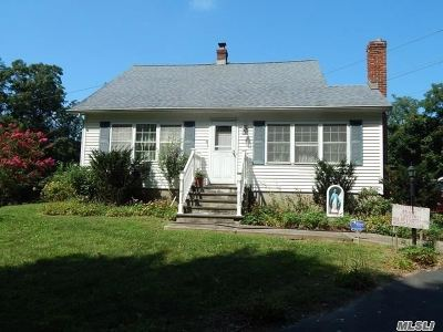 Rocky Point Single Family Home For Sale: 261 Lower Rocky Poin Rd
