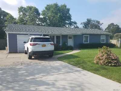 Holbrook Single Family Home For Sale: 266 Elizabeth Ave