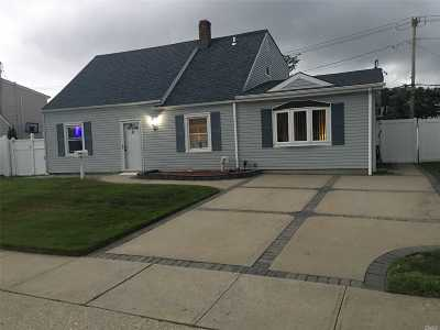 Levittown Single Family Home For Sale: 117 Balsam Ln