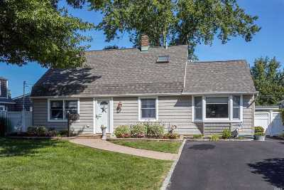 Levittown Single Family Home For Sale: 112 Slate Ln