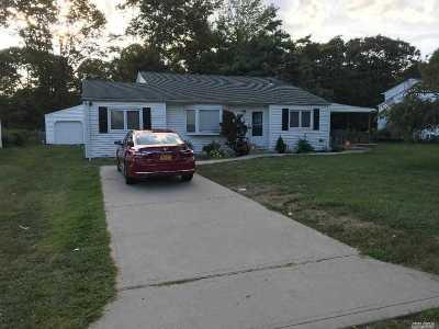 Bay Shore Single Family Home For Sale: 1554 N Gardiner Dr