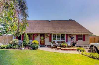Farmingville Single Family Home For Sale: 145 Rosemont Ave