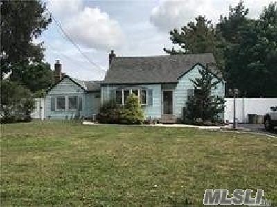 West Islip Single Family Home For Sale: 37 Gladstone Ave