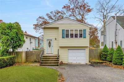 Lake Grove Single Family Home For Sale: 36 Magnolia Ave