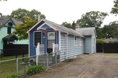 Selden Single Family Home For Sale: 23 Oakdale Ave