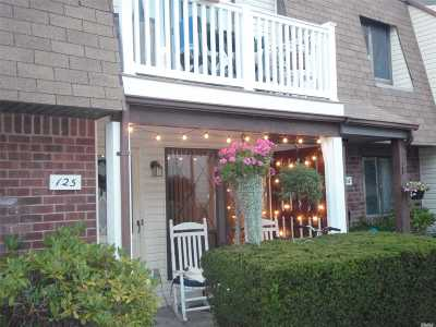 Copiague Condo/Townhouse For Sale: 125 Clubhouse Dr