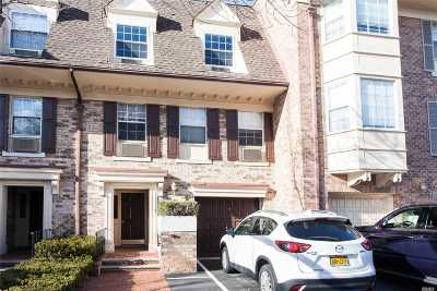 Bayside Condo/Townhouse For Sale: 206-07 Lori Dr #60M