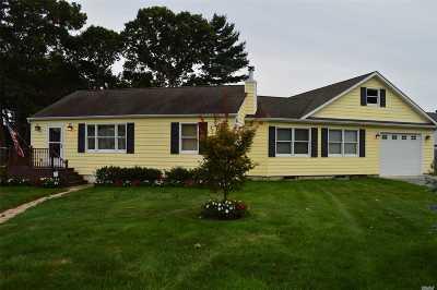 Farmingville Single Family Home For Sale: 16 Robin Pl