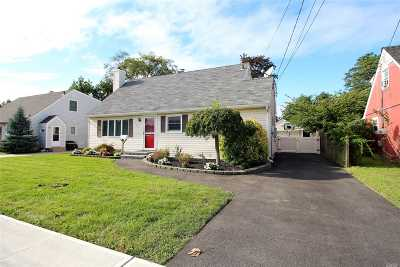 Oceanside NY Single Family Home For Sale: $479,000