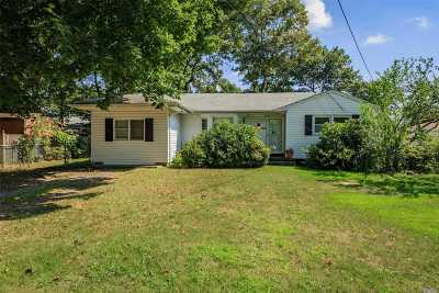 Holbrook Single Family Home For Sale: 125 Smith Ave